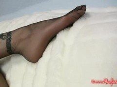 seamless stockings foot-tease