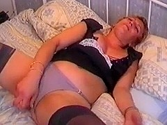 short hair slag toying her twat
