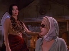 Carrie Jean Yazel,Isabella Rossellini,Catherine Bell in Death Becomes Her (1992)