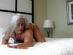 A beautiful muscled lady posses on the bed