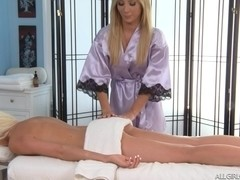 2 Blondes 1 Massage