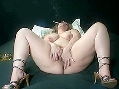 BBW solo smoking