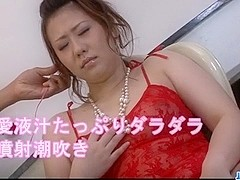 Lingerie model, Ai Yuumi, loves oral stimulation