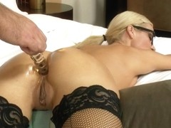 Milf secretary sucks Lee's big balls in hd sex video