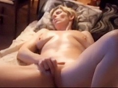 In the amateur mature video, I'm seen jilling off