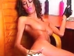 Ripe amateur chick turns up the heat