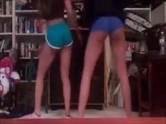 2 girls twerking and dancing (Camaster)