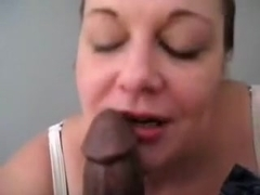 Naughty housewife is looking hot it this free homemade non-professional porn, which shows her deep.