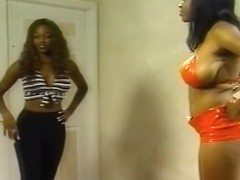 Two Hot Black Girls Do Each Other