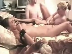 Great threesome with two chicks