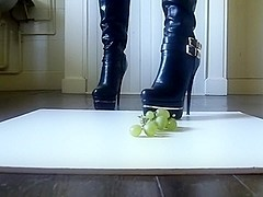 crush high heel boot,grape raisin!
