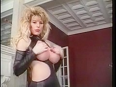 Big wobblers blonde play with red nails and dildo