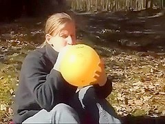 Blowing and sitpopping a 16_ balloon