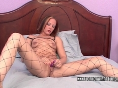 Sultry slut Penelope Sky uses a toy to make herself cum