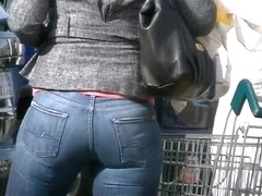 Candid thick ass milf in tight jeans