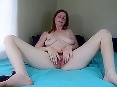 Hairy webcam cutie wanks & creams her dildo!!!