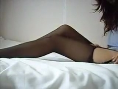 Showing how I jill off in amateur solo porn video