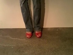Red F    Me Pumps