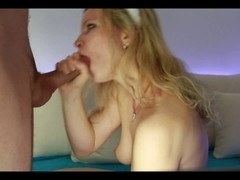 blond gives a hawt blow