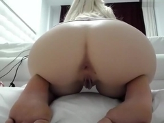 1luxuriousgirl non-professional video on 02/03/15 01:20 from chaturbate