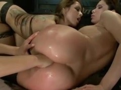 ANAL FISTING - LESBIANS 3SOME