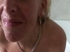 GOLDEN-HAIRED mother I'd like to fuck LOVES SEX-TOY AND WANG...usb