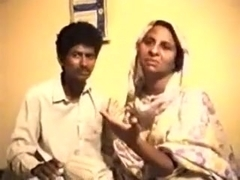 Pakistani wife receives drilled lovingly by her spouse.