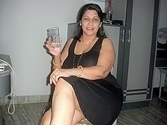 Plump lady can't live out of schlongs