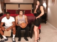 India Summer & Alex Jones & Isiah Maxwell in SeducedByACougar