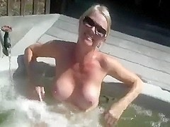 Mrs Veuves Astonishing Jacuzzi!