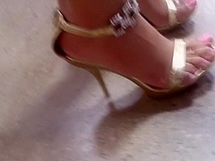 High heels with overhanging toes