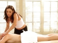 Hot lesbian masseuse Gracie Glam licked clients sweet twat