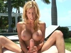 Alexis Fawx gives an amazing tropical tugjob