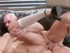 Straight guy johnny sins gets sleazy while working out